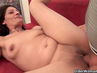Mature housewife getting fucked on the couch