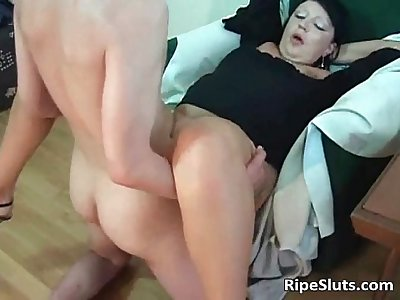 Horny mature hooker gets wet pussy