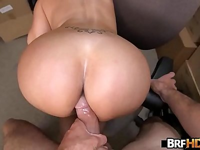Big booty latina Vanessa Luna Hardcore Sex In The Back Room.4